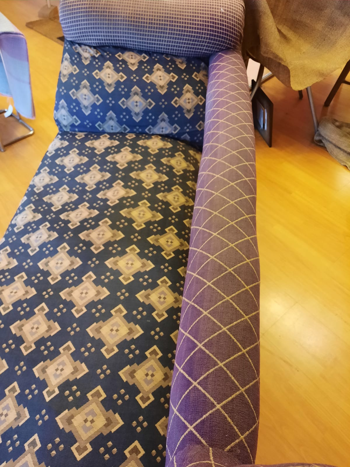 Chaise longue with old fabric before reupholstery. Long view.